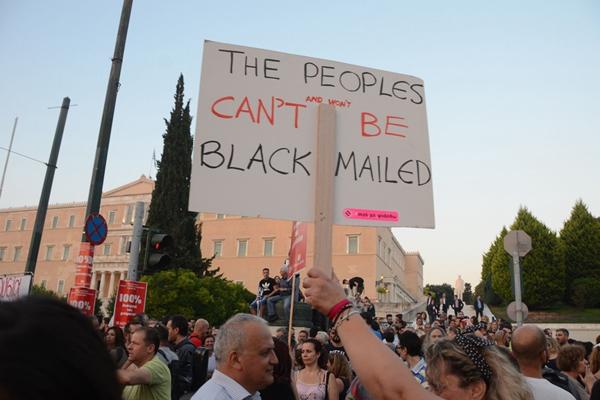 希腊民众举行集会抗议活动 反对全民公投