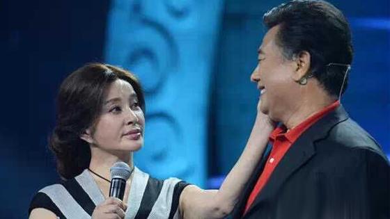 刘晓庆与前夫同台诉往事 相拥落泪泯恩仇