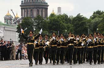 解放军军乐团现身圣彼得堡冬宫
