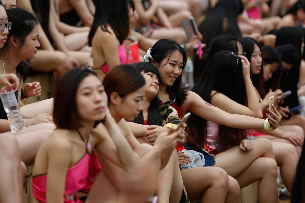 杭州数千女生穿肚兜拍毕业照【经典时刻】 - 寒雪 - 寒雪·欢迎您!