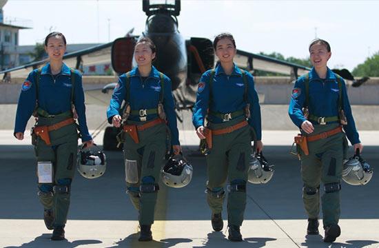 空军双学士女飞驾驶飞豹飞行