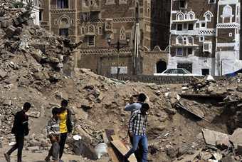 探访空袭过后的也门萨那老城区