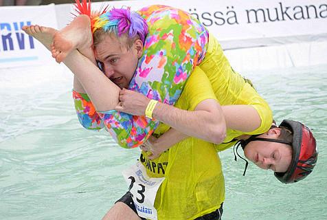 芬兰举行背老婆比赛