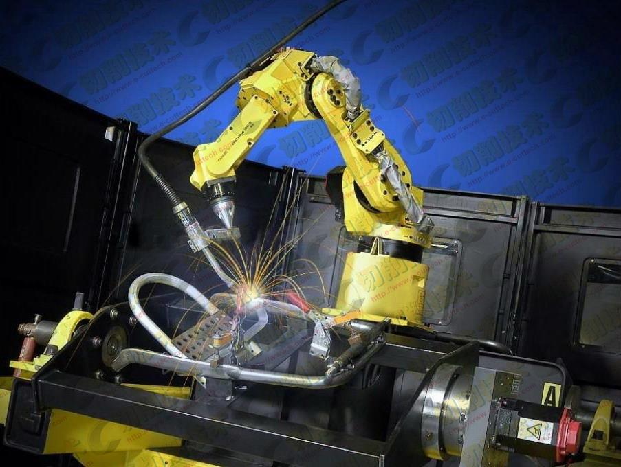 据国际机器人学联合会估计,去年全球大约共卖出约22.5万台工业机器人,创出纪录新高,同比增长27%。全球主要市场的机器人销量均实现增长,超过一半的增长来自亚洲。但中国是一颗崛起的新星,2014年中国市场共卖出约5.6万台机器人。   国际机器人学联合会称,中国的机器人需求将继续迅猛增长的一个原因是中国的机器人密度仍相对较低。在中国,每1万名工厂工人仅拥有约30个机器人,而德国的机器人密度是中国的10倍。   中国快速采用机器人的趋势中还包含了民族崛起的自豪感。   ABB Robotics驻苏黎世的营