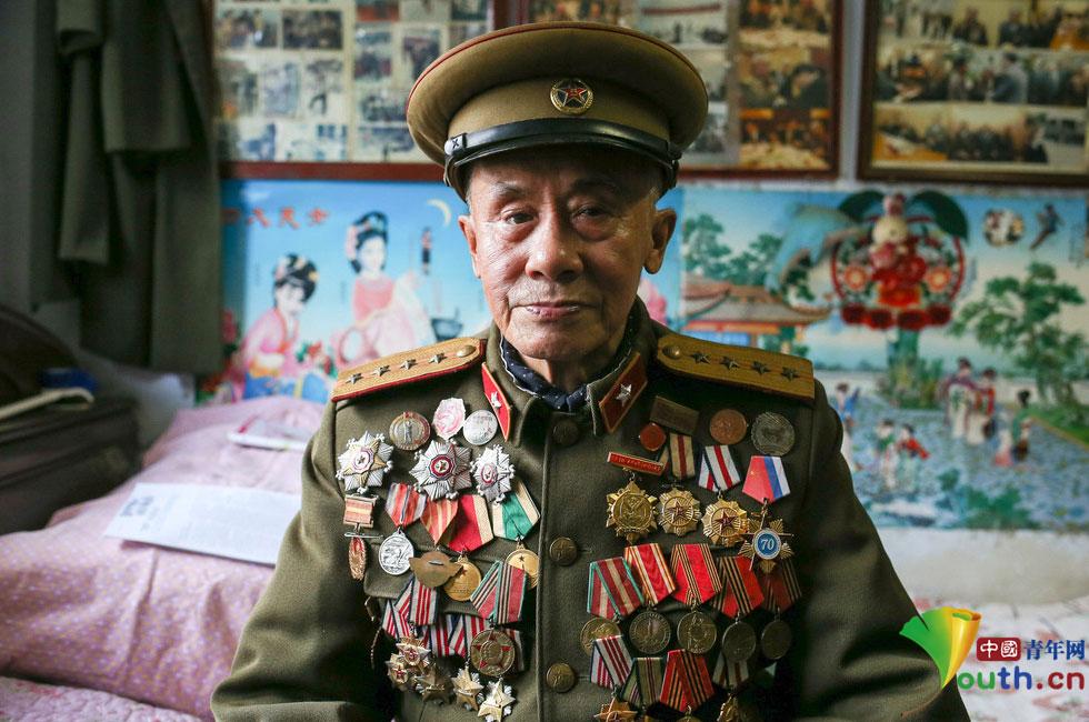 2015年4月19日,辽宁鞍山市的一个普通老旧小区,寻找鞍山最后一位苏联红军张正恩。在一次任务中,他为炸毁日军飞机场化装侦察,提供情报,立下一等功。