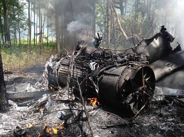 美F16战斗机与民用飞机相撞 现巨大火球(多图)