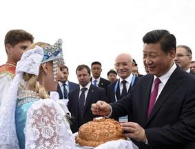 习近平抵达乌法 与俄印首脑会晤