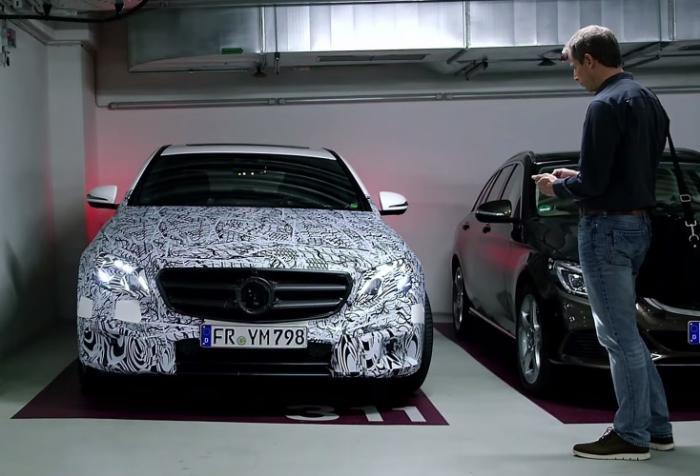 奔驰展示全新E级手机遥控泊车技术