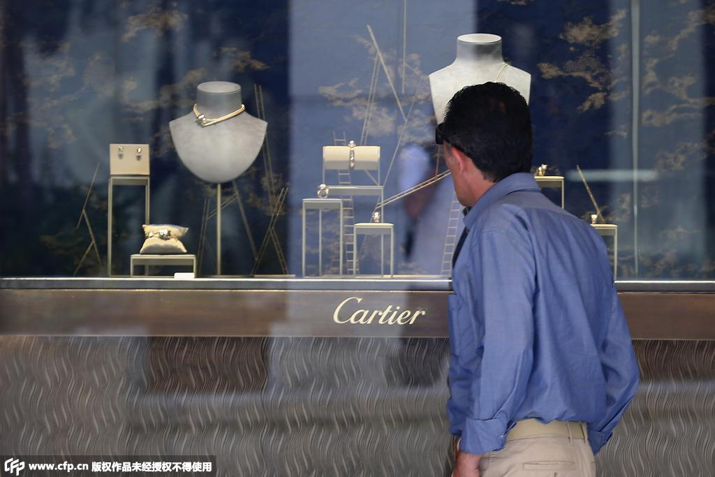 担忧存款被政府没收 希腊民众争相购买奢侈品