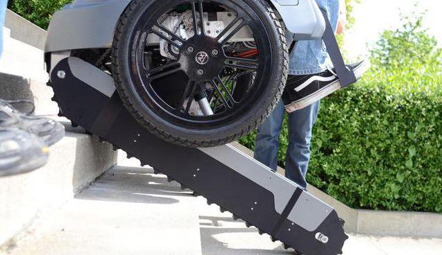 行动不便的福音 这款轮椅居然可以爬楼梯