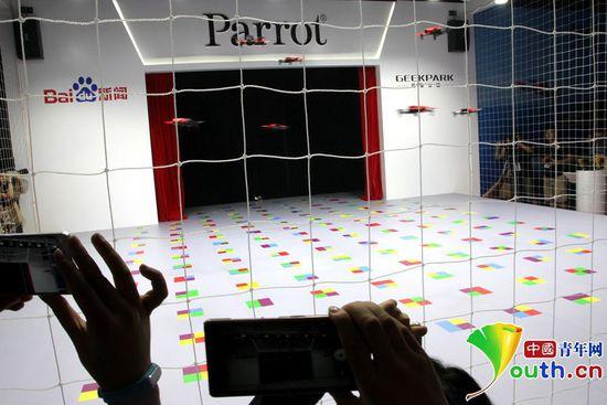 法国parrot无人机飞行阵列舞蹈中国首秀(图)