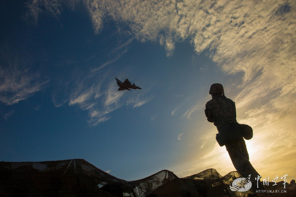 解放军防空演练动用多型无人机