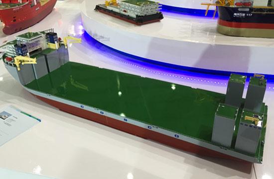 中国5万吨级半潜船堪比航母