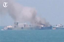 埃及军舰被导弹击中后起火冒烟画面