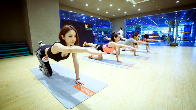 ChinaJoy禁露胸 Showgirl进健身房练马甲线