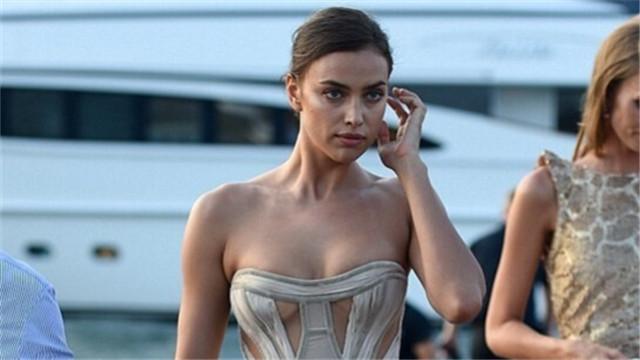 C罗前女友伊莲娜出席活动秀好身材