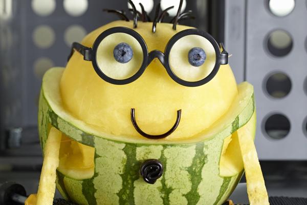 美国举办西瓜雕刻大赛:西瓜版小黄人一样萌萌哒