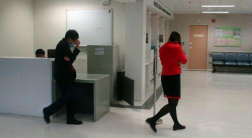 香港机场航班延误 6名内地人打伤7名空服(图)