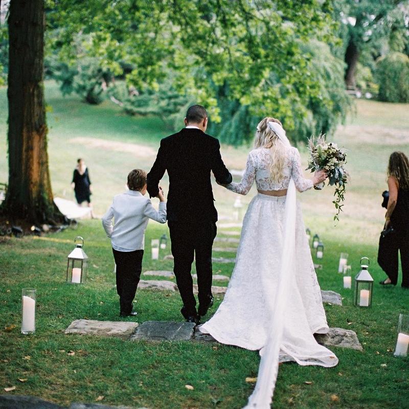 英国著名歌手艾希莉·辛普森婚礼照曝光