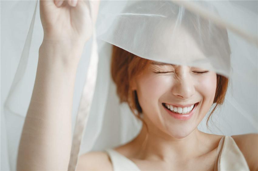 蔡妍梦幻婚纱海报曝光 羡慕朴秀珍裴勇俊想结婚