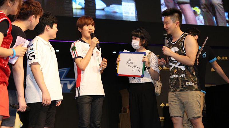 2015ChinaJoy颜值最高的韩国欧巴在边锋展台!