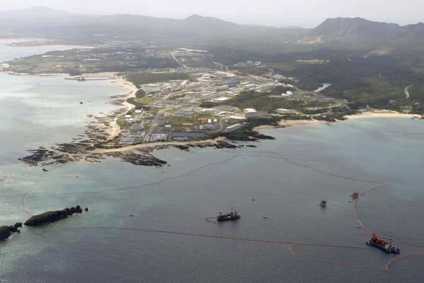 日本政府宣布将暂停冲绳美军基地搬迁计划