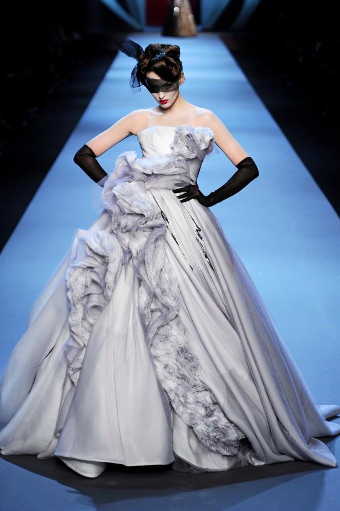 法媒倾情推荐20款秀场创意婚纱尽显浪漫新意图片
