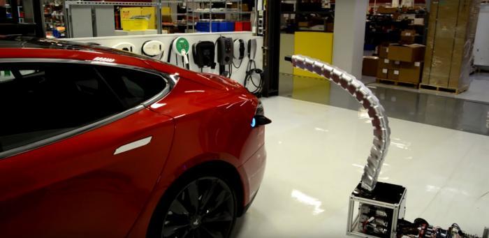 """特斯拉研发""""蛇形""""金属充电机器人 可自动充电"""