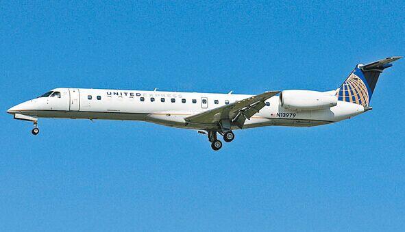 美联航旗下客机飞行中急坠3000多米 疑因机舱气压问题