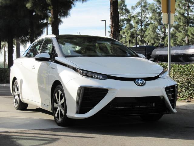 丰田氢燃料车闯入美国 要与特斯拉一争高下