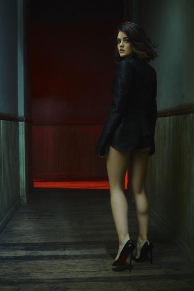 《美少女的谎言》女星露西·海尔出镜《V》杂志时尚大片