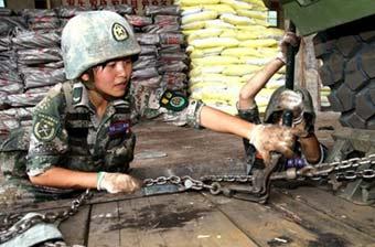 女导弹兵高原演练不怕脏不怕累