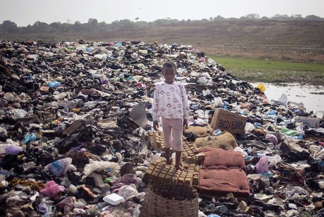 电子垃圾堆起的罪恶地:加纳贫民窟生活纪实