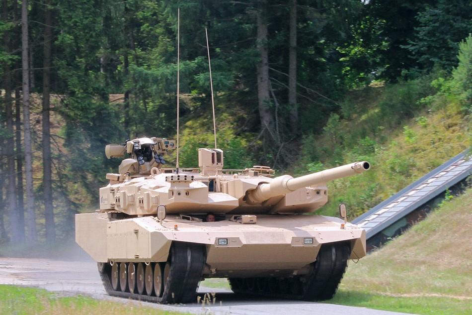 深度改进版豹2A4坦克工艺精湛