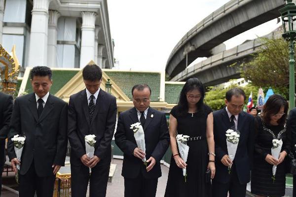 曼谷爆炸案头七 中国大使馆到四面佛献花