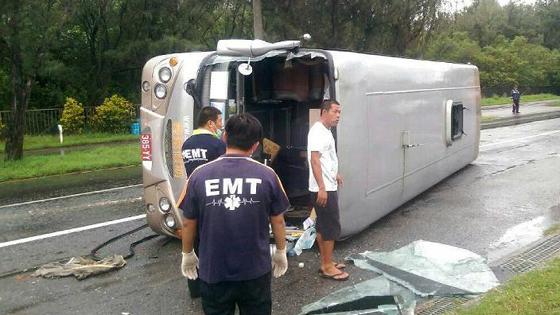 大陆游客在台湾遭遇车祸 1人死亡15人受伤