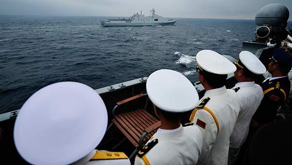 中俄海上阅兵瓦良格号担任检阅