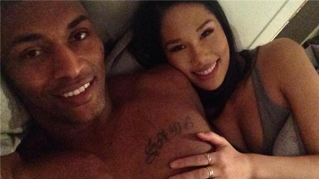 亚裔女NBA情缘!巴斯泡华裔艳星 野兽晒床照
