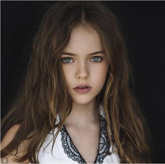 俄罗斯9岁小美女成年龄最小超模 社会