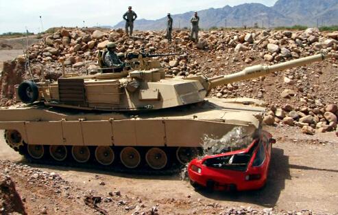 敢惹美军M1A2坦克?保时捷928丧命