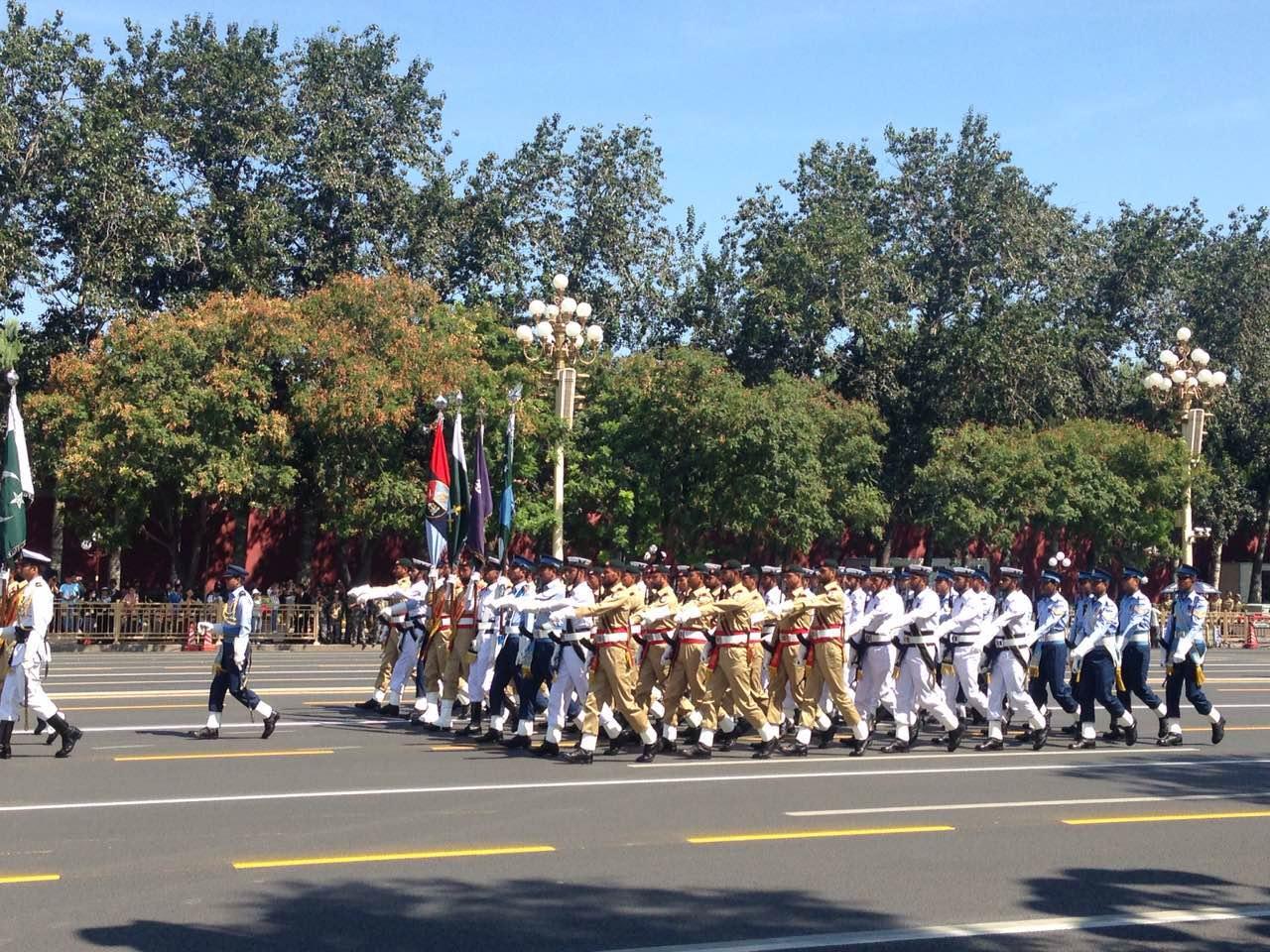 来自五大洲的17个国家军队方队或代表队,参加胜利日阅兵分列式。这是我国首次邀请外军参加阅兵。
