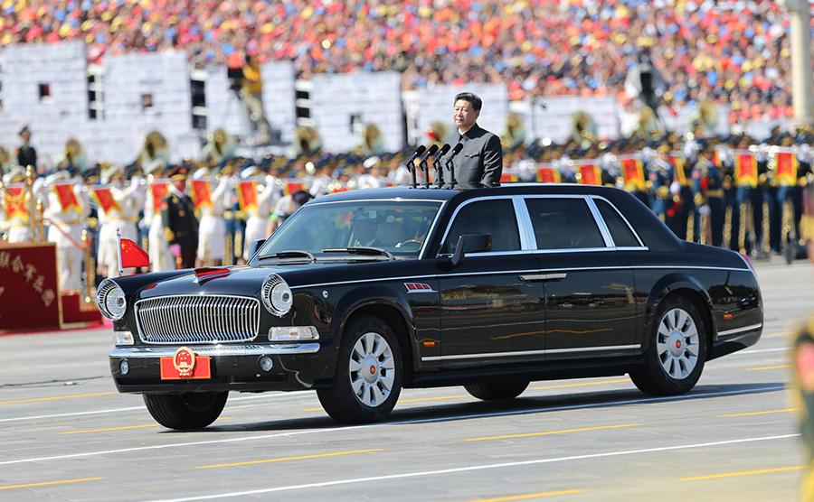 9月3日,中国人民抗日战争暨世界反法西斯战争胜利70周年纪念大会将在北京隆重举行。图为习近平检阅部队。