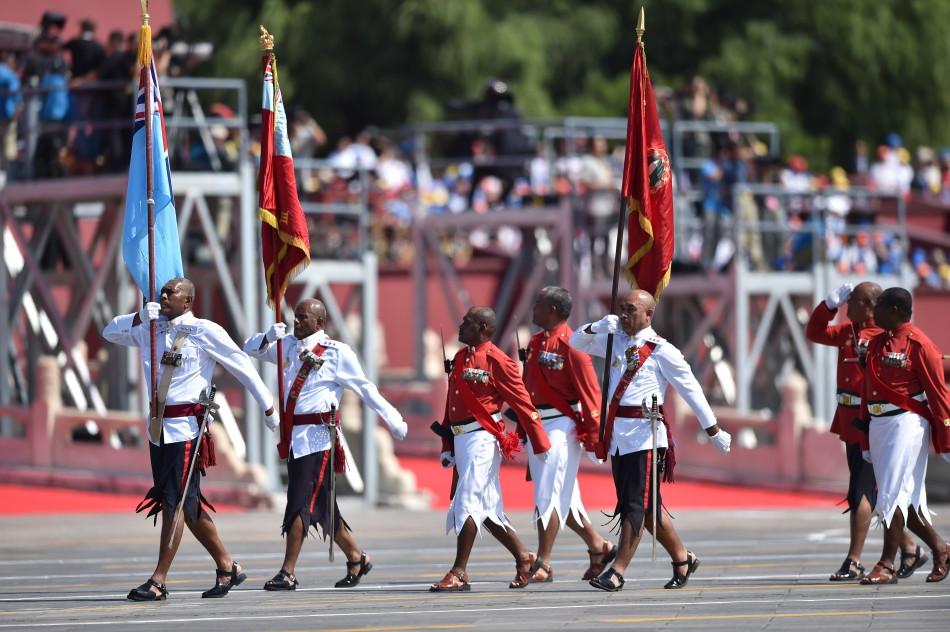 9月3日,中国人民抗日战争暨世界反法西斯战争胜利70周年纪念大会在北京隆重举行。这是斐济代表队通过天安门广场。