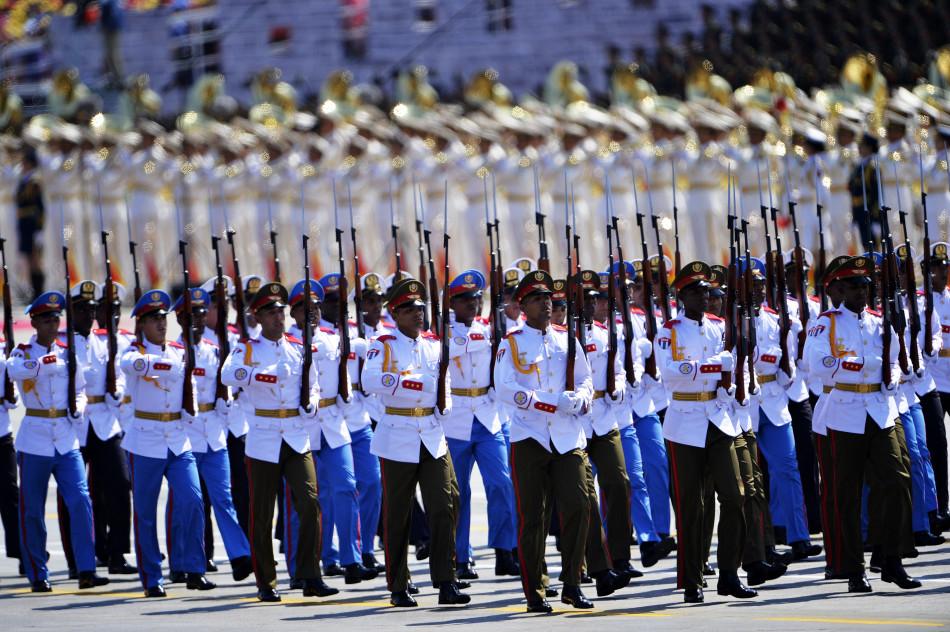 9月3日,中国人民抗日战争暨世界反法西斯战争胜利70周年纪念大会在北京隆重举行。这是古巴方队通过天安门广场。