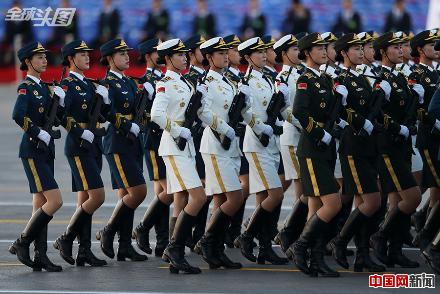 93阅兵三军仪仗队女兵清晨集结