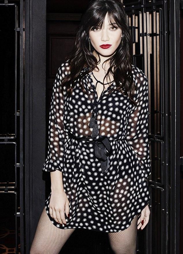 时尚界的完美女神:黛西·罗易获赞优雅平民女人
