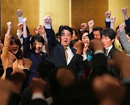 """社评:安倍连任总裁或显当下日本""""无人"""""""