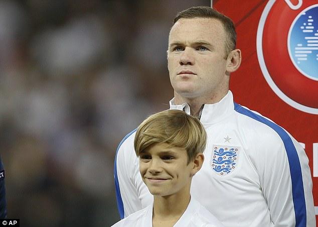 贝克汉姆儿子罗密欧变身英格兰三狮队吉祥物