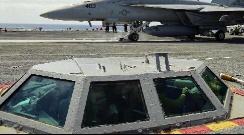 航母飞行甲板上的神秘小窗