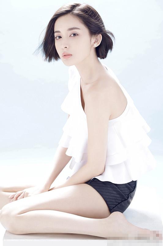 张翰女友古力娜扎晒露肩写真:不忘初心